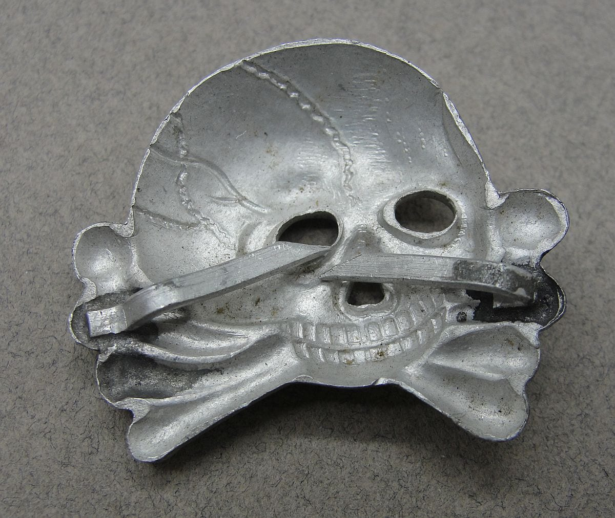 SS Visor Cap Skull, Early Jawless First Pattern