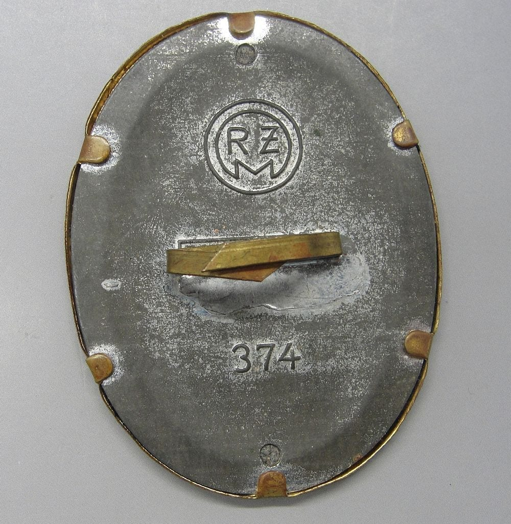 DAF Cap Badge