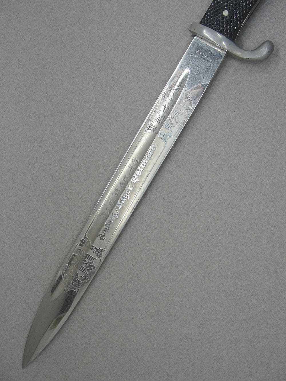 Long Double Etched Dress Bayonet Artillery Regiment 46 by F.W. Höller with Retailer's Mark