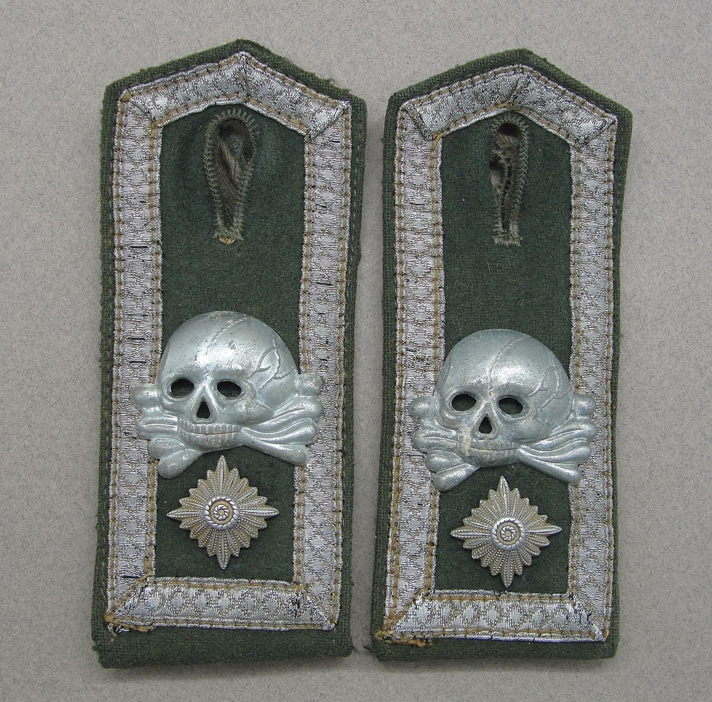 5th Cavalry Regiment Shoulder Boards with Over-sized Army/SS Cap Pattern Skulls