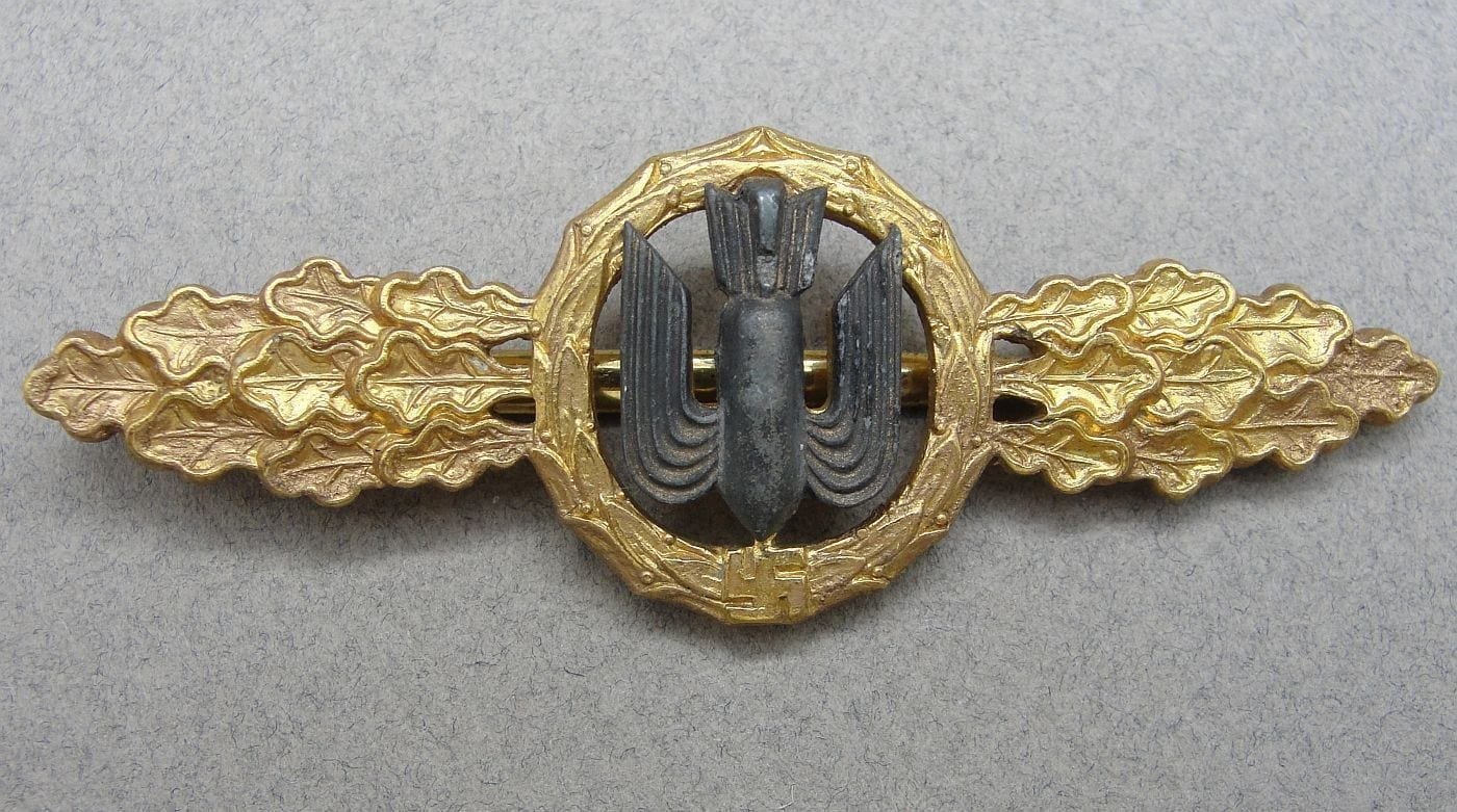 """Luftwaffe Squadron Clasp for Bomber Pilots Gold Grade by """"R. S. & S."""" - Catch Gone"""