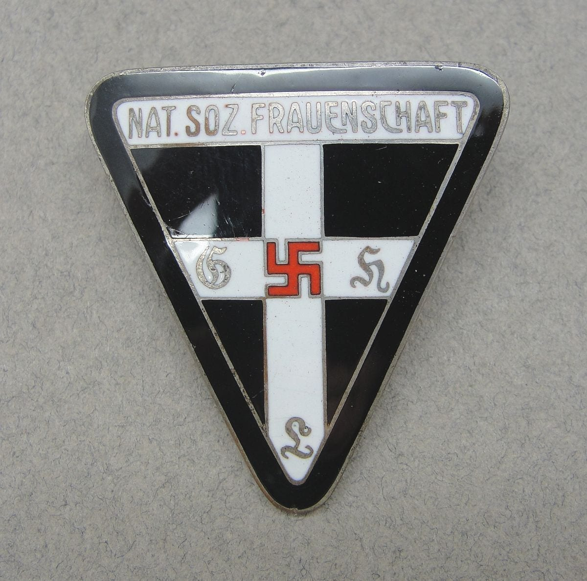 Nationalsozialistische Frauenschaft Female Organization Badge, Kreisleitung Level